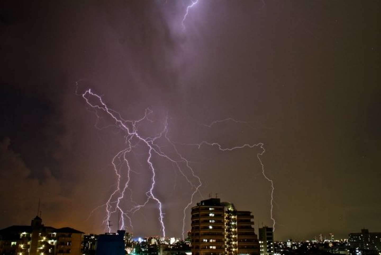 雷なったらどうすれば?(画像はイメージ)
