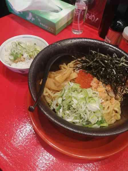 鮭の旨みが独特の風味に... 宮城名物「はらこ飯」をイメージしたラーメンがおいしそう