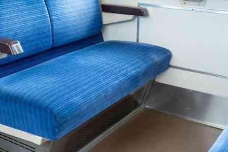 「超満員の電車で、おばさんが『ここ空いてるわ』と一声。そして、私が座るボックス席までやってきて...」(奈良県・50代女性)