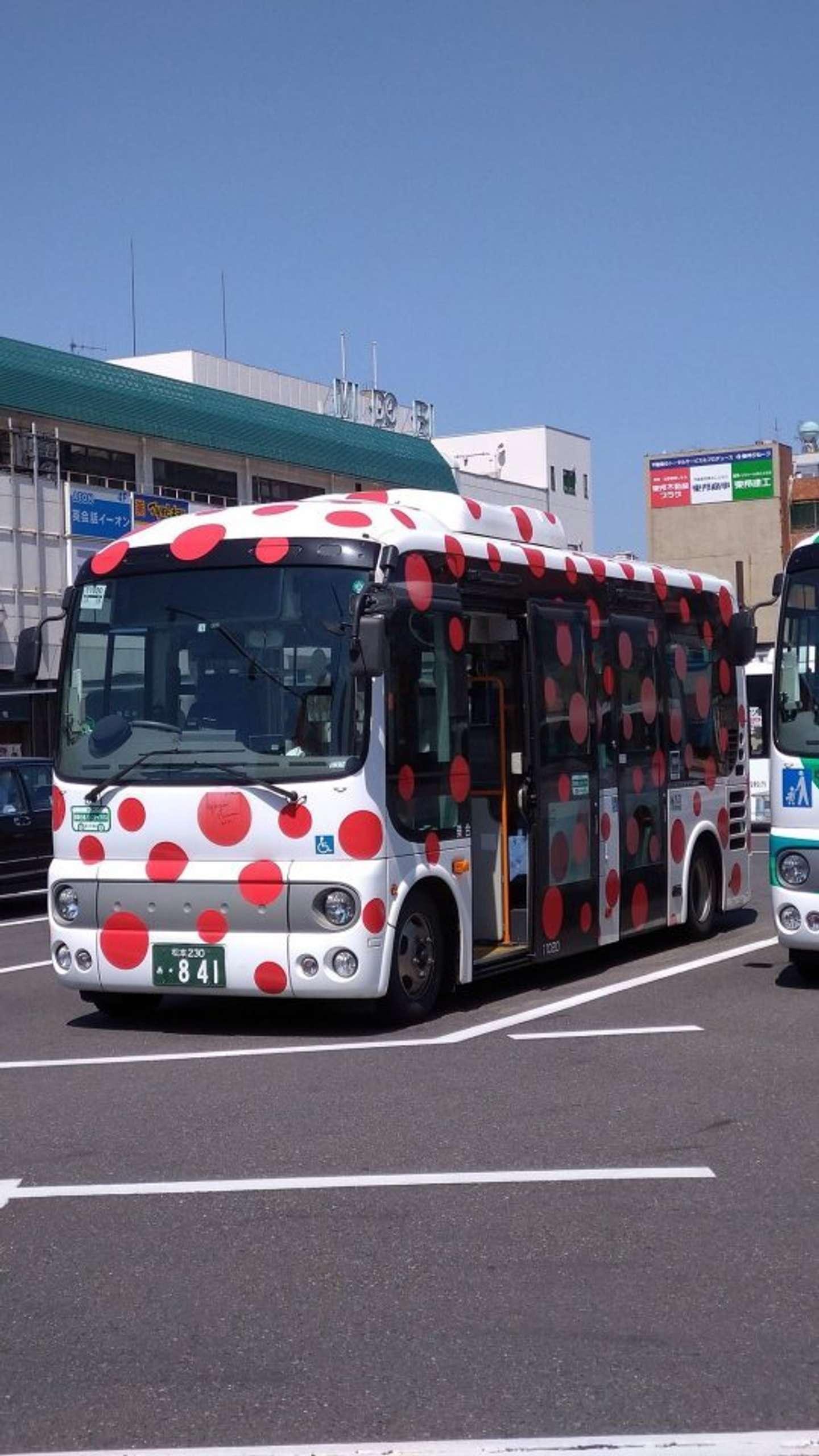 赤い斑点がいっぱい(画像は小三郎@AKAMATUKOSABU3さんのツイートより)