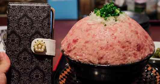 掘っても掘っても「ネギトロ」だ...! 栃木の海鮮問屋が作る、総重量1キロ越えの圧巻メニュー