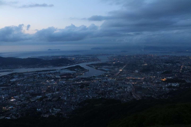 19時45分:皿倉山山頂から。一眼レフのオートモードで撮影