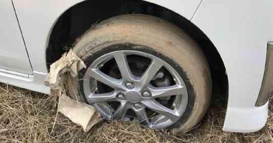 「砂地にタイヤがハマってしまい、車が動かせない状態に。すると、通りがかりのおじさんがショベルカーで...」(滋賀県・50代男性)
