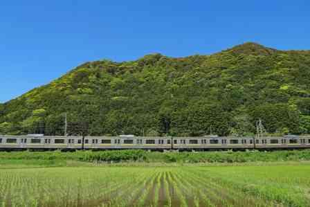 「楽しみにしていた観光列車での一人旅。指定席に向かうと、高齢の女性に占領されていて...」(埼玉県・40代男性)