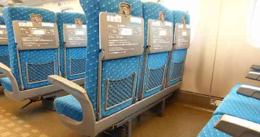 「幼い息子と乗った新幹線、隣の席には酔っ払いのおじさんが。『ハズレくじだ』と思い、警戒していたら...」(兵庫県・50代女性)