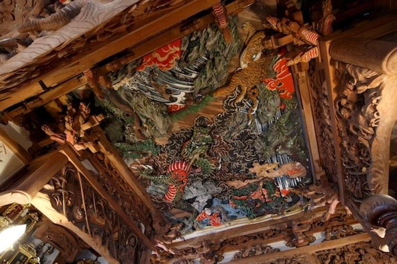 西福寺「道元禅師猛虎調伏の図」天井彫刻(画像提供:魚沼市観光協会)