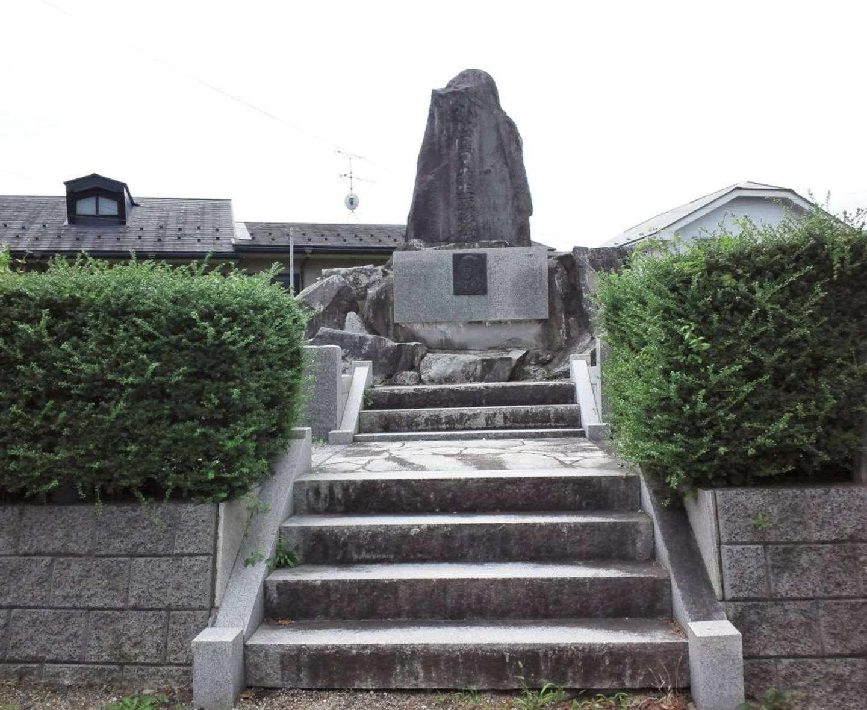 顕彰碑の全貌(写真は白石さんが10日に撮影)