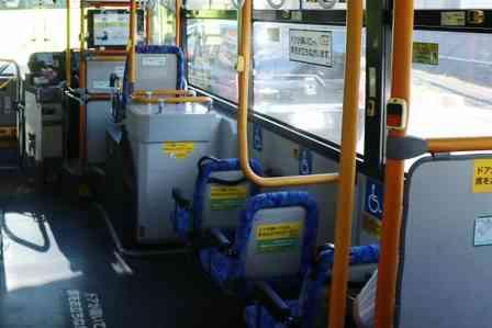 「バスのタイヤの真上の席を、目の不自由な人に譲るのは適切?悩んでいると、知らない人に引きずり降ろされ...」(埼玉県・30代女性)