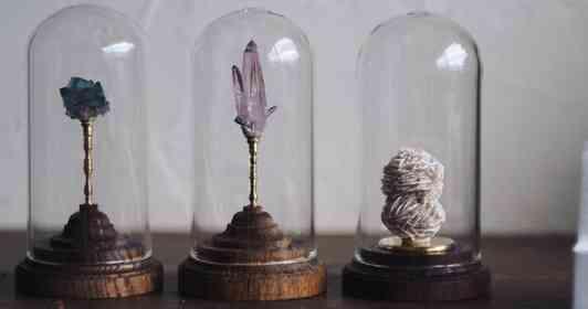魔法の研究所に置いてありそう...! 鉱物を雰囲気たっぷりに飾れる「ミネラルホルダー」に反響