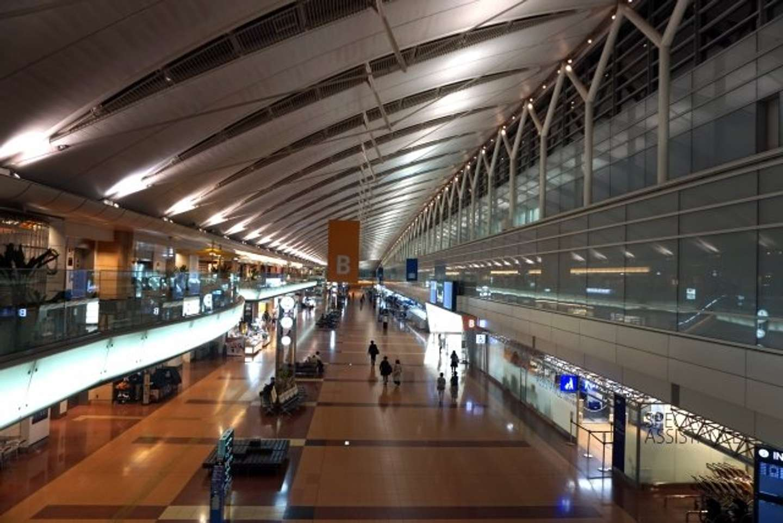 飛行機が遅延して空港到着が深夜に......(以下、画像はイメージ)