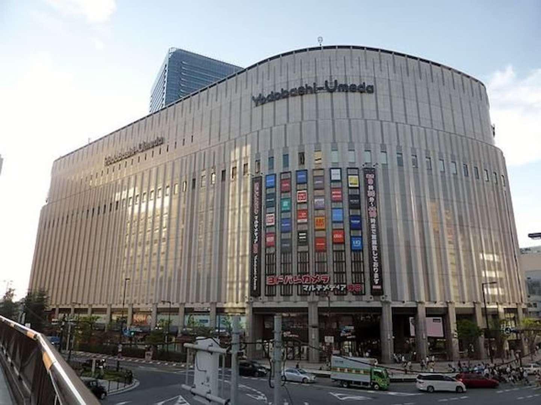 ヨドバシ梅田(2012年)(Tokumeigakarinoaoshimaさん撮影、Wikimedia Commonsより)
