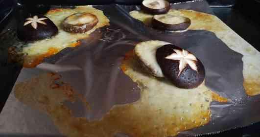 気持ちいいほどの惨敗だ... シイタケとチーズを「マリトッツォ」風にしてみた結果がこちら