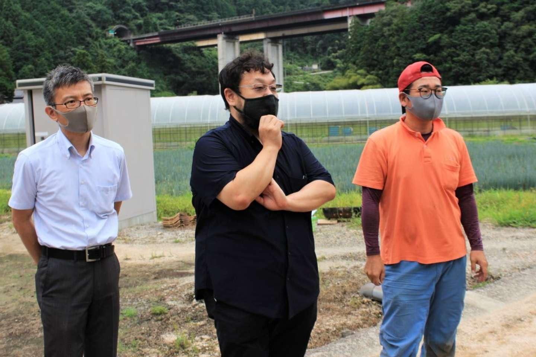 羽田さん(中央)「代表の寺嶋は、現場での実体験から要件をまとめ、設計にも落とし込めるエンジニアです」