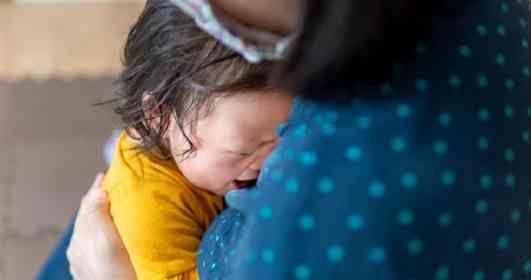 「電車の中で泣き続ける、外国人観光客の赤ん坊。それを見た妻に『絶対振り向くな』と言われ...」(茨城県・30代男性)