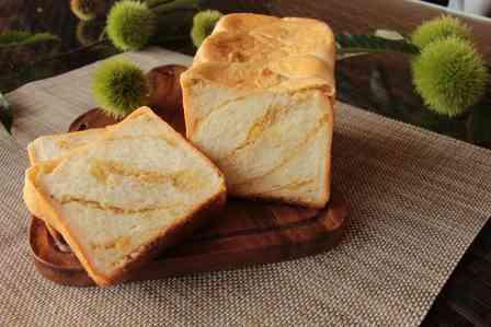激レア「栗きんとんのおこげ」の風味も楽しめる? 新登場「栗きんとん生食パン」がおいしそう