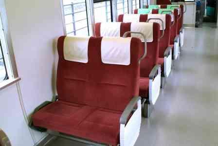 「電車で座っていたら、お尻の下で何かがモゾモゾ。驚いて振り向くと、嫌なニオイが漂ってきて...」(岐阜県・40代男性)