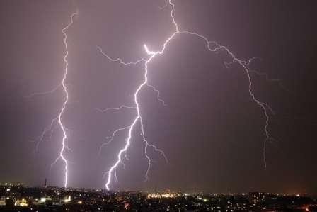 雷の季節といえば、いつ?(画像はイメージ)