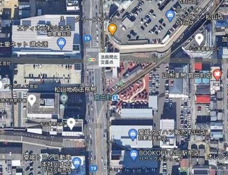 愛媛の自動車屋のど真ん中を、路面電車の線路が突っ切っている理由