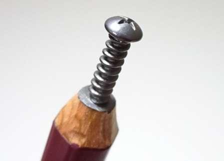 ホンモノのネジにしか見えない...! クオリティの高すぎる「鉛筆彫刻」に驚きの声