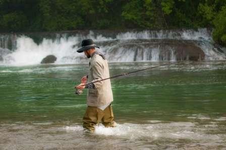 水の中を歩くときに使う(画像はイメージ)